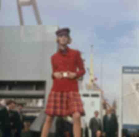 Foto van kostuum en pet DDR uit 1965
