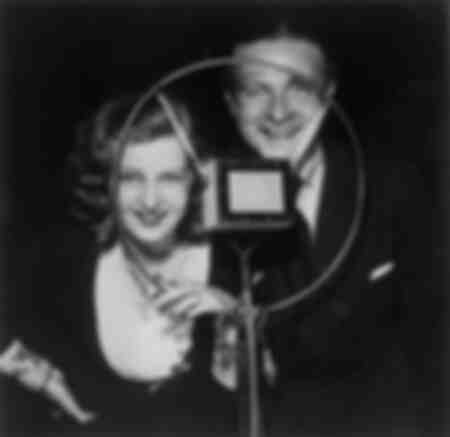 Lilian Harvey sings with Willy Fritsch