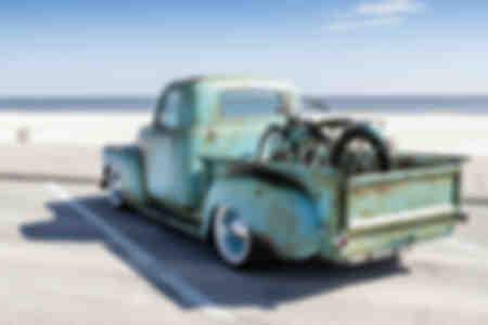 American Classsic Step Side Pick Up Truck et moto