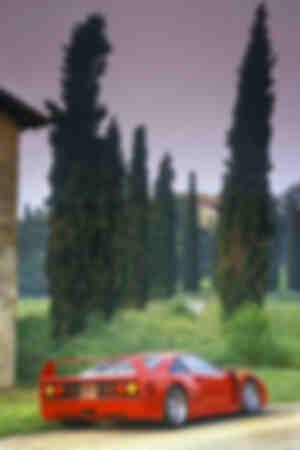 Ferrari F40 en test près de Maranello en Italie