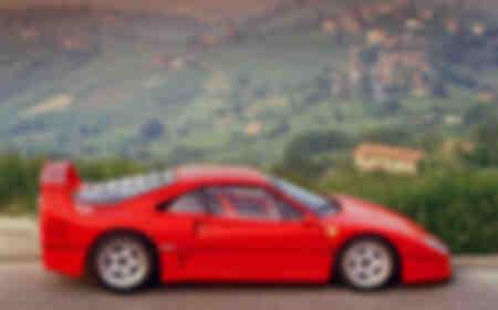 Ferrari F40 auf der Via Abetone Maranello Italien