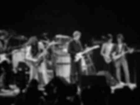 Eric Clapton Jimmy Page Jeff Beck Bill Wyman en Charlie Watts bij het ARMS-concert op het Los Angeles Forum op 6 december 1983