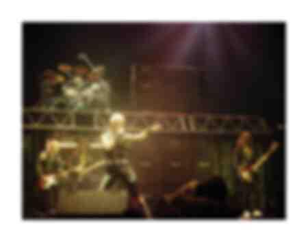 Judas Priest à Long Beach Arena le 22 novembre 1982 hurlant pour la tournée Vengeance