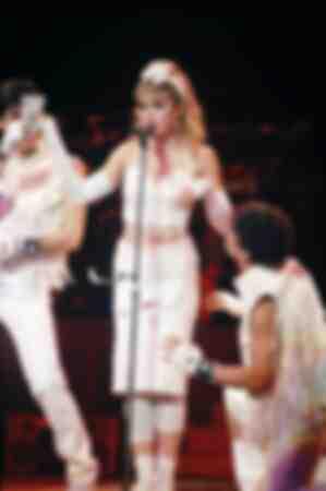 Madonna Universal Amphitheatre el 27 de abril de 1985 como un tiro de dinero de la gira de Virgin