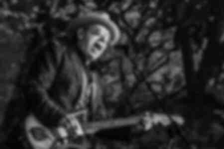 Elvis Costello tritt am 12. Juli 2013 im Hyde Park in London auf
