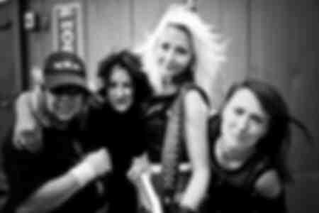 La rock band Girlschool nel backstage del festival Bloodstock 2009