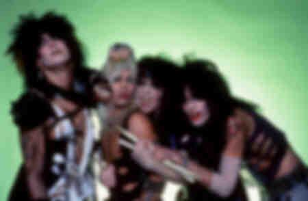 Enregistrement par le bassiste Nikki Sixx - le chanteur Vince Neil - le guitariste principal Mick Mars et le batteur Tommy Lee