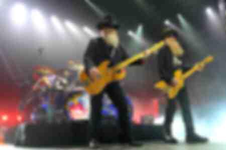 Bassist Dusty Hill und Gitarrist Billy Gibbons während eines Konzerts in München