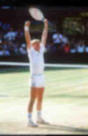 Boris Becker festeggia sul campo centrale di Wimbledon nel 1985