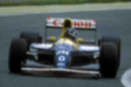 Damon Hill d'Angleterre de l'équipe Williams Renault dans sa voiture de course