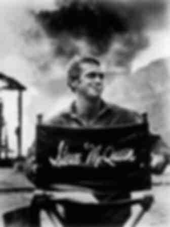 Een foto van de acteur Steve McQueen