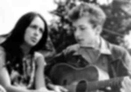 Chanteurs folkloriques Joan Baez et Bob Dylan