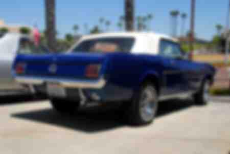 Ford Mustang décapotable à Huntington Beach