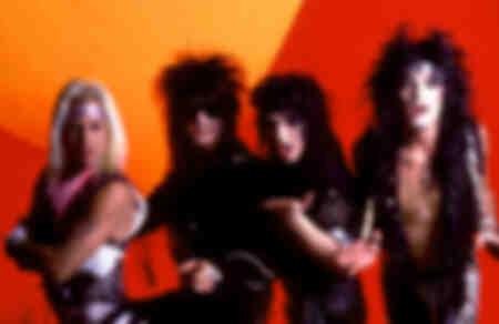 Photo du batteur Tommy Lee, bassiste Nikki Sixx, du chanteur Vince Neil et du guitariste Mick Mars