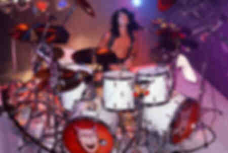 Tommy Lee du groupe de hard rock américain Motley Crue pose pour une photo