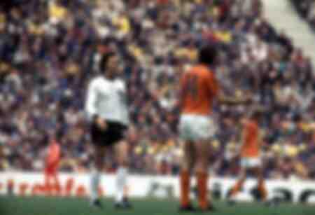 Franz Beckenbauer e Johan Cruijff durante una partita