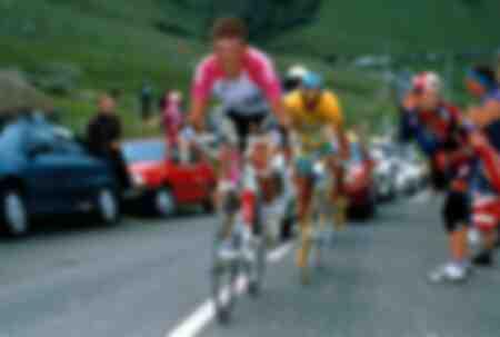 Jan Ullrich versucht Gesamtführenden Marco Pantani einzuholen