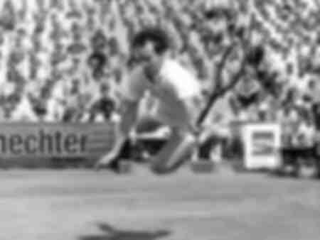 John McEnroe plonge