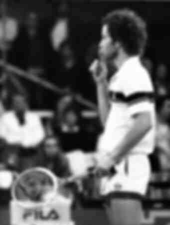 John McEnroe med en bestämd gest