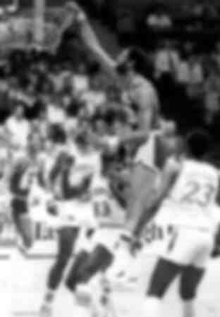 Kareem Abdul Jabbar des Los Angeles Lakers au dunk