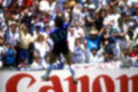 Maradona esulta di gioia