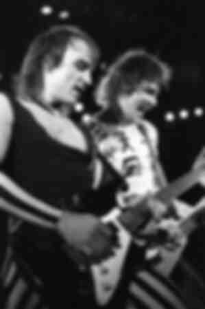 Matthias Jabs et Rudolf Schenker des Scorpions en concert au Hammersmith Odeon à Londres
