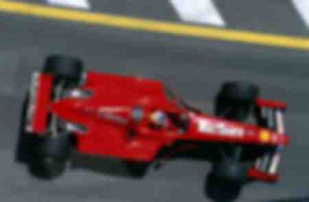 Michael Schumacher en su coche de carreras Ferrari
