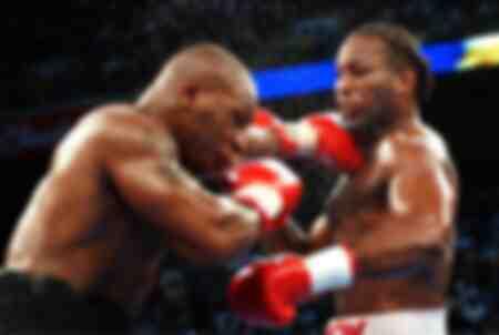 Mike Tyson des États-Unis contre Lennox Lewis du Royaume-Uni