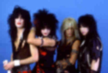 Le batteur Tommy Lee - le bassiste Nikki Sixx - le chanteur Vince Neil et le guitariste Mick Mars