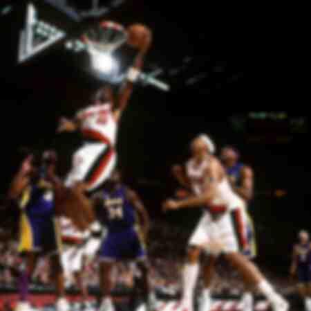 Scottie Pippen des Portland Trail Blazers faisant un lay-up