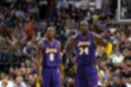 Shaquille O Neal et Kobe Bryant se tiennent côte à côte en harmonie