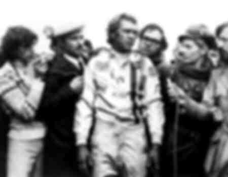 Steve Mcqueen dans le rôle du pilote de course Michael Delaney