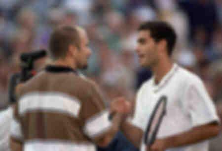 Tennis Pete Sampras får gratulationer från Andre Agassi